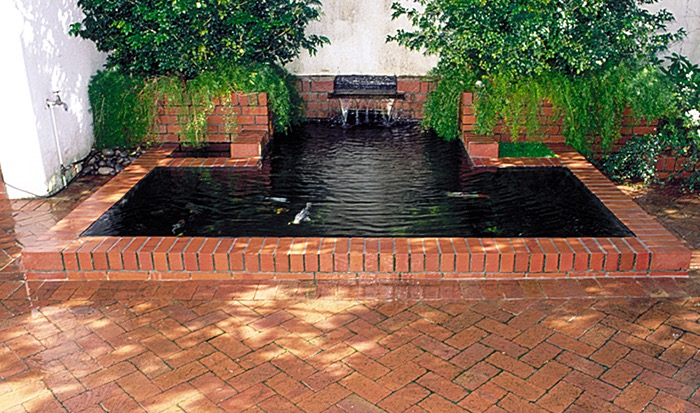 building a pond with Formal brick