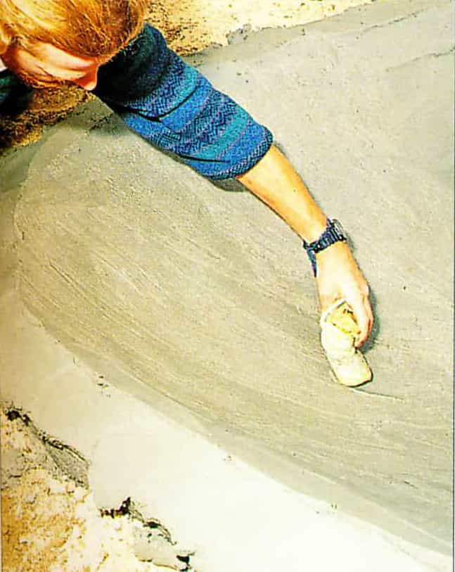 smoothe plaster with sponge